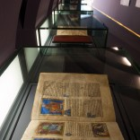 Fotografía da exposición 'CÓDICES: XOIAS DAS CATEDRAIS GALEGAS NA IDADE MEDIA', celebrada no Museo Centro Gaiás en 2012